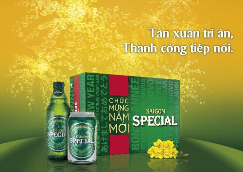 Saigon Special cũng không kém cạnh với thùng bia tết được thiết kế lại cùng những câu chúc đa ngôn ngữ - là một lựa chọn quà tặng hoàn hảo cho dịp tết 2018