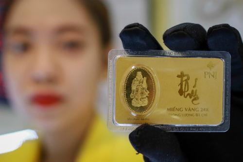 Giá vàng giảm vài chục nghìn đồng mỗi lượng. Ảnh: Thành Nguyễn.