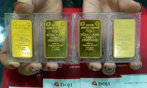 Vàng miếng SJC đang tiến sát mốc 37 triệu đồng trong sáng 6/2. Ảnh: Q.Đ.