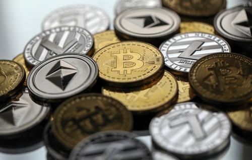 Giá các loại tiền ảo đã giảm mạnh từ đầu năm nay. Ảnh: Bloomberg
