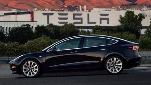 Model 3 là mẫu xe rất được kỳ vọng của Tesla. Ảnh: Reuters