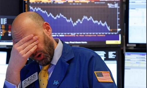 Chứng khoán Mỹ tiếp tục có phiên giảm điểm mạnh hôm qua. Ảnh: Reuters
