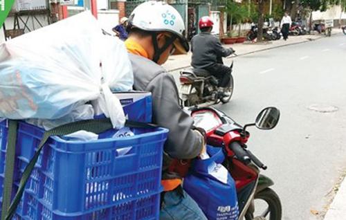 Giá vận chuyển hàng dịp Tết tăng giá gấp đôi, gấp ba nhưng shipper vẫn phải từ chối khách vì giao thông khó khăn