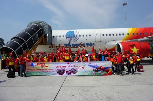 Chuyến bay miễn phí của Vietjet giúp nhiều người có được cái Tết đoàn viên bên gia đình. Ảnh: Tuấn Nhu