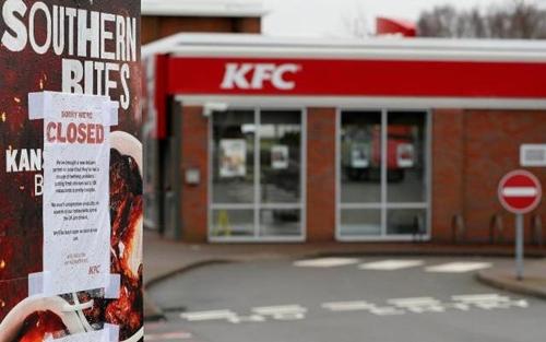 Nhiềucửa hàng của KFC phải đóng cửa vì thiếu nguyên liệu chính. Ảnh: Viral Gist