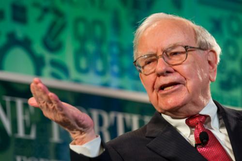 Tỷ phú Warren Buffett ủng hộ quan điểm đầu tư dài hạn.
