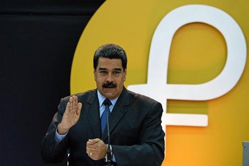 Tổng thống Maduro kỳ vọng đồng Petro giúp được Venezuela. Ảnh: AFP