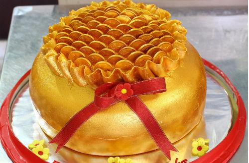 Bánh hình thỏi vàng đắt khách trước ngày vía Thần Tài