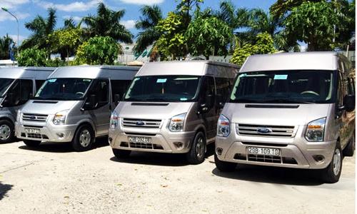 Xe du lịch cho thuê tại Hà Nội giá tăng rất cao song các công ty xe vẫn đang kín lịch những ngày cuốituần trongtháng Giêng. Ảnh minh họa