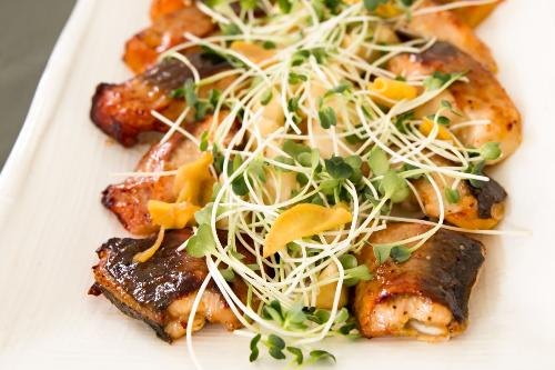 Thực đơn 8 món ăn phong phú được chăm chút kỹ lưỡng và sắp xếp tinh tế.