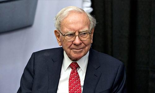 Warren Buffett muốn chờ thời cơ làm một thương vụ lớn. Ảnh: AFP