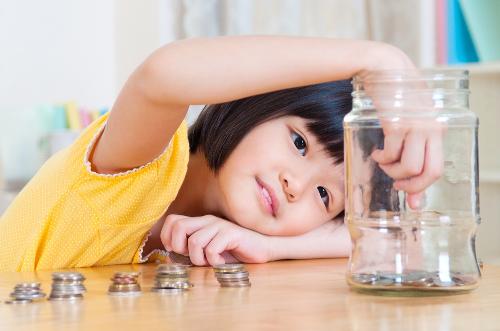 Mở tiết kiệm gửi góp cho con là một trong những công cụ hữu hiệu giúp lên kế hoạch tài chính được nhiều bà mẹlựa chọn.