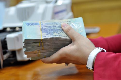 Hàng loạt vụ khách hàng báo mất tiền sau khi đã gửi vào ngân hàng gần đây. Ảnh: Anh Quân.