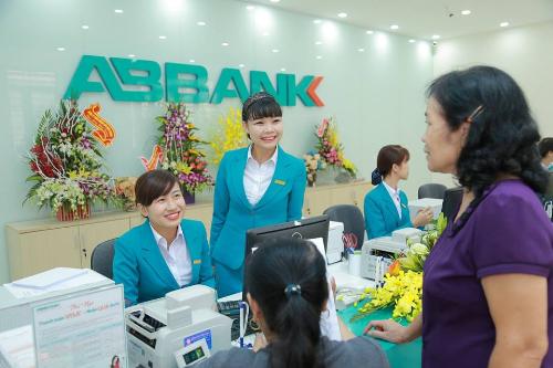Ngân hàng triển khai nhiều ưu đãi cho dịch vụ ngân hàng điện tử.