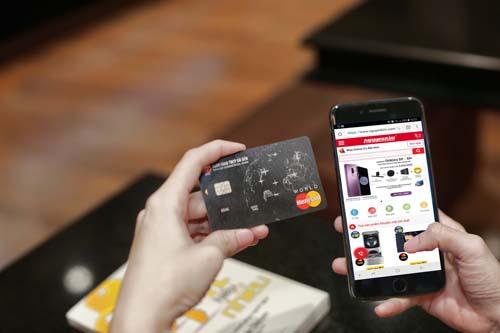 SCB vừa triển khai tính năng trả góp lãi suất 0% dành cho chủ thẻ tín dụng quốc tế SCB Visa và Mastercard.