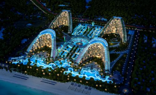 Phối cảnh dự án The Arena về đêm với bốn toà condotel có kiến trúc hình tổ yến.Hotline 1800 54 54 77  Website www.thearena.vn