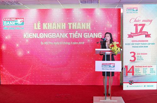 Bà Trần Tuấn Anh - Quyền Tổng giám đốc Kienlongbank phát biểu tại sự kiện.