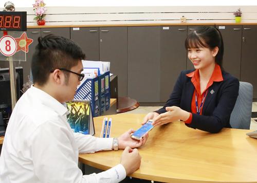 Ngân hàng trực tuyến cho phép người dùng thao tácthông qua điện thoại, không cần đến các phòng giao dịch.