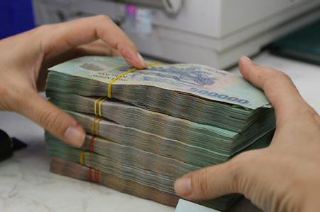Nhiều người trên thế giới lo lãi suất tăng sẽ ảnh hưởng đến khả năng trả nợ khi họ mua nhà. Ảnh: PV.