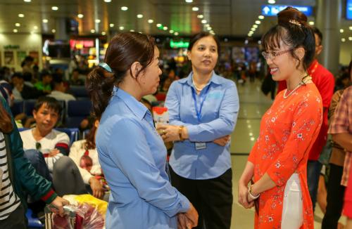 Bà Nguyễn Thị Phương Thảo xuất hiện tại sân bay để nắm tình hình trong cao điểm Tết 2018.