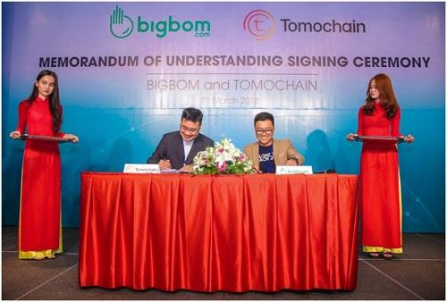 Đại diện Tomochain và Bigbom kí hợp tác xây dựng hệ sinh thái Bigbom Eco.