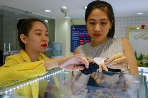 Giá vàng trong nước sụt giảm vài chục nghìn đồng mỗi lượng sáng nay. Ảnh: Thành Nguyễn.