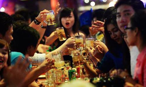 Sản lượng bia tiêu thụ của người Việt đạt hơn 4 tỷ lít năm 2017. Ảnh minh hoạ