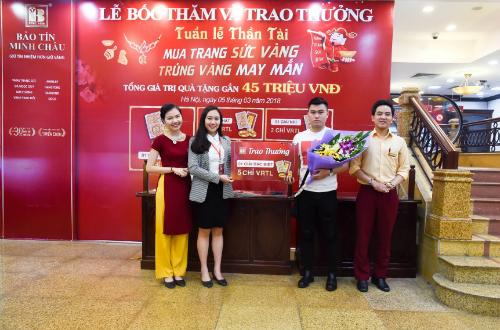 Bảo Tín Minh Châu đã trao một nhẫn tròn trơn VRTL 5 chỉ cho khách hàng Nguyễn Việt Hoàng.