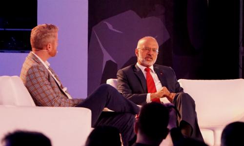CEO DBS Group (bên phải) nói nhà băng này đang dõi theo các hãng công nghệ và tích cực để đuổi kịp họp tại Money 20/20 Asia do MasterCard tổ chức. Ảnh: Viễn Thông