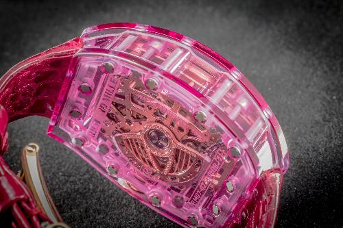 Đồng hồ Sapphire hồng triệu USD về tay nữ đại gia Việt - 1