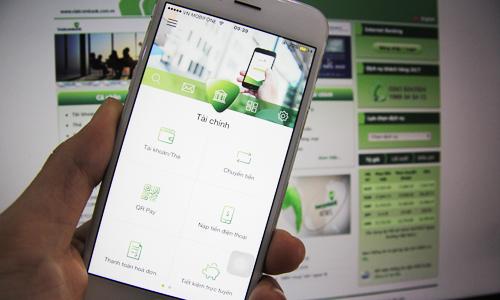 Phí chuyển tiền qua Mobile Bankplus sẽ tương tự như iBanking, Mobile Banking từ 15/4. Ảnh: Anh Tú