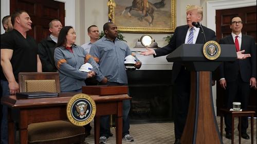 Ông Trump muốn bảo vệ các ngành công nghiệp trong nước. Ảnh: AFP