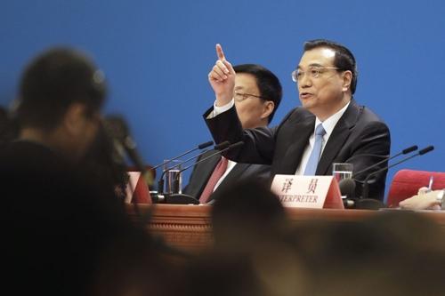 Thủ tướng Trung Quốc - Lý Khắc Cường trong phiên họp hôm nay. Ảnh: Bloomberg