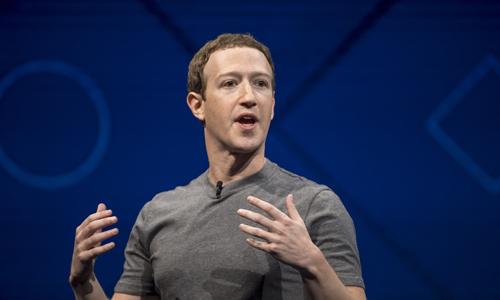 Mark Zuckberg mất 5 tỷ USD sau phiên giao dịch hôm qua vì bê bối của Facebook. Ảnh: Time.