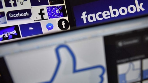 Facebook đang bị chỉ trích vì không quản lý được thông tin người dùng. Ảnh: AFP