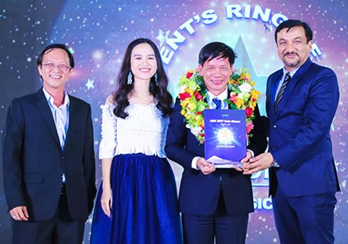 Nhiều giải thưởng giá trị được trao tặng cho nhân viên có thành tích xuất sắc.