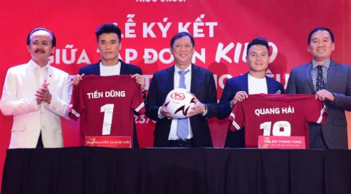 Giá trị hợp đồng làm đại sứ thương hiệu của Tiến Dũng và Quang Hảilên đến hàng chục tỷ đồng.