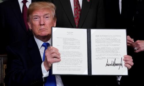 Trump ký biên bản ghi nhớ áp thuế nhập khẩu hàng Trung Quốc
