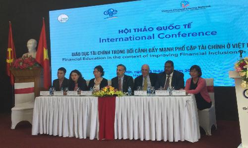 Hội thảo Giáo dục tài chính trong bối cảnh đẩy mạnh phổ cập tài chính tại Việt Nam. Ảnh: AT.