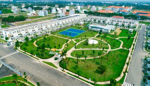 Tính đến tháng 3/2018, Lovera Park đã hoàn thiện 100% tiện ích, cảnh quan giai đoạn một, hai. Mọi thông tin chi tiết liên hệ: Hệ thống Mentor, Connector của nghemoigioi.vn (một sản phẩm của Cenland); hotline: 0985 66 20 66; website: http://loverapark.com.vn/