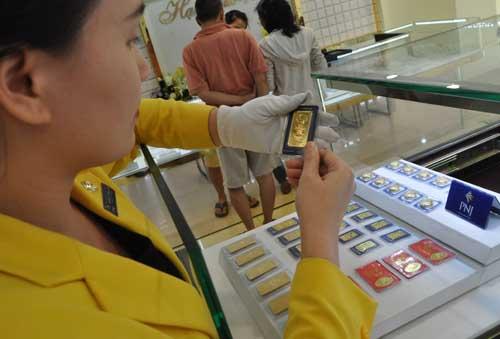 Giá vàng trong nước đã mất mốc 37 triệu đồng một lượng.