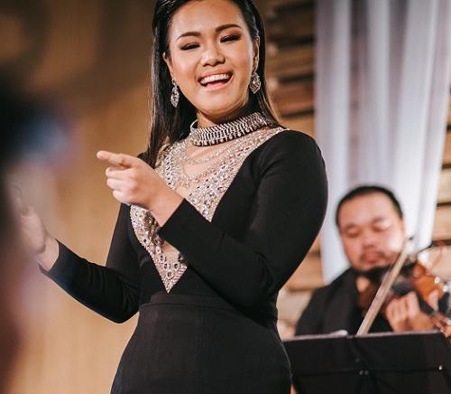 Phương Vy thể hiện nhiều ca khúc trong buổi tiệc sinh nhật nest by AIA.
