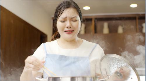 Căn bếp trở thành nỗi ám ảnh của các bà nội trợ trong ngày nóng.