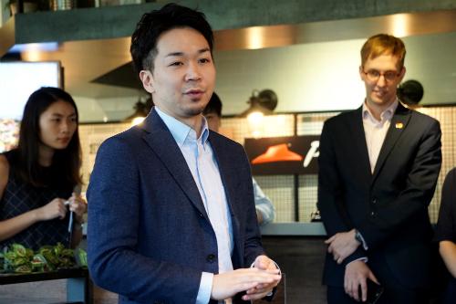 Ông Kan Kiyota cho rằng robot tạo giá trị cộng thêm cho cuộc sống con người. Ảnh: Viễn Thông