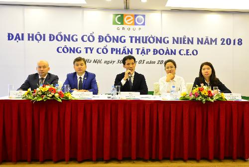 Đoàn Chủ tịch trả lời cổ đông tại đại hội đồng cổ đông thường niên năm 2018.