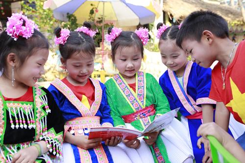 Nhiều trẻ em vùng cao được hỗ trợ sách miễn phí.