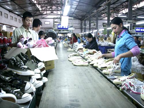 Các sản phẩm chính của Giầy Thượng Đình là giầy vải, giầy thể thao và đồ bảo hộ lao động.