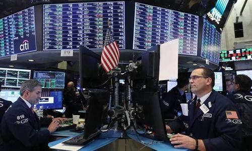 Nhân viên môi giới trên sàn NYSE của Mỹ. Ảnh: AFP