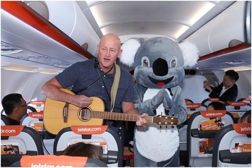 Mark Bowyer khuấy động không khí bằng những bài hát đặc trưng của xứ sở Kangaroo.