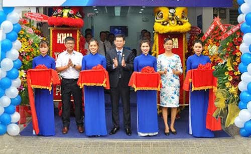 Buổi lễ khai trương phòng giao dịch Phú Nhuận. Ảnh: Ngân hàng Bản Việt.